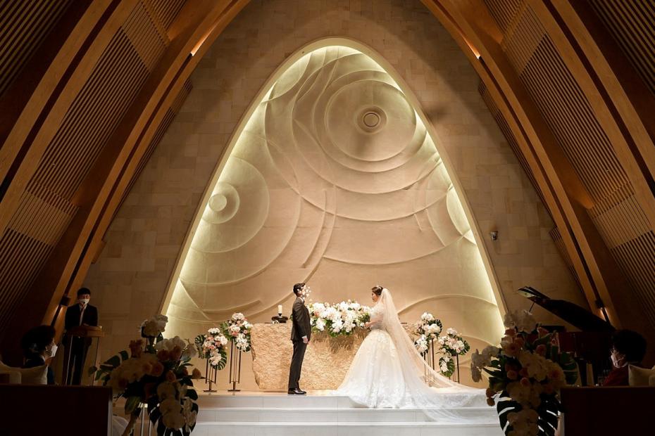 더채플앳청담 그 웅장하고 고급스러운 결혼식장에서 예쁘게 드레스를 입어보세요